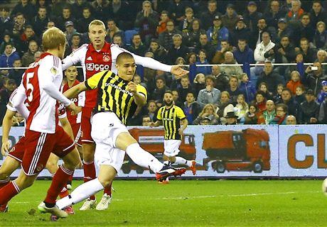 Zwak Ajax verliest aansluiting met PSV