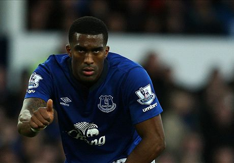 West Ham in talks to sign Distin