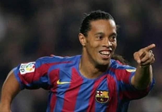 Ronaldinho recibirá un homenaje de parte del Barcelona con Carles Puyol y Sandro Rosell a la cabeza