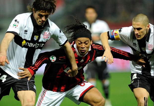 AC Milan's Ronaldinho Thinking Of Premier League Move - Report