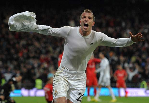 Manchester United plot £20m swoop for Real Madrid midfielder Rafael van der Vaart - report