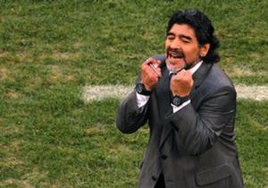 DIEGO MARADONA | Mucha gente se pregunta por qué el Diez lucía barba al estilo de Fidel Castro cuando fue entrenador de Argentina durante el Mundial de Alemania 2010. La razón era su perro. El Shar Pei de Pelusa mordió al gran número 10 en la cara, ten...