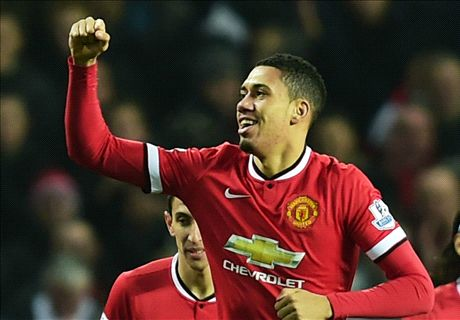 Smalling signs new Man Utd deal