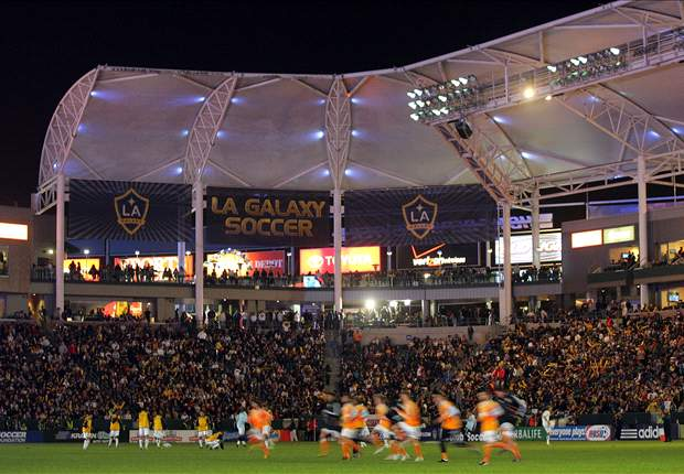 Houston Dynamo Make Light Of LA Galaxy With The Help Of Flashlights
