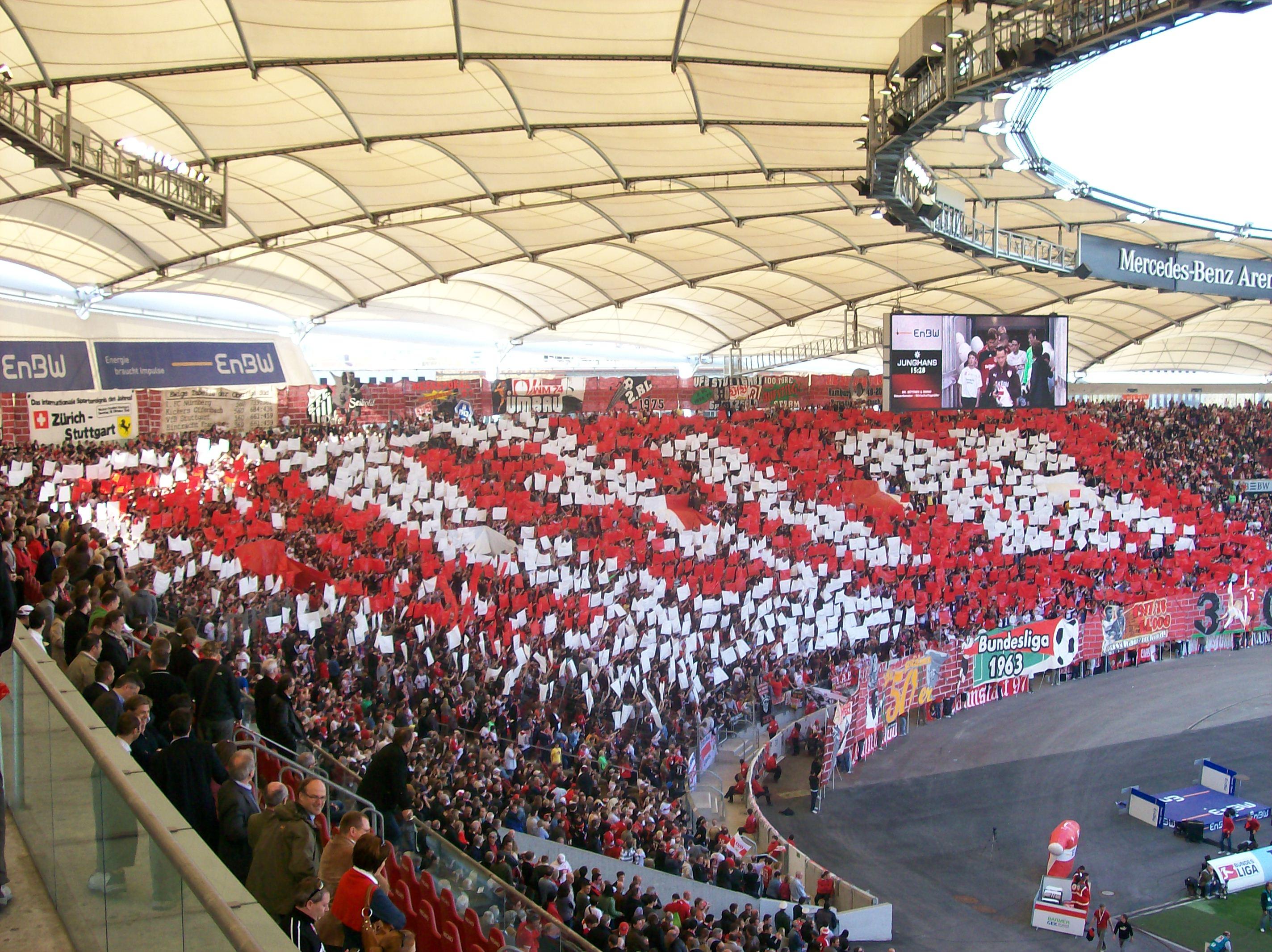 Fans in der mercedes benz arena al amine for Mercedes benz fans