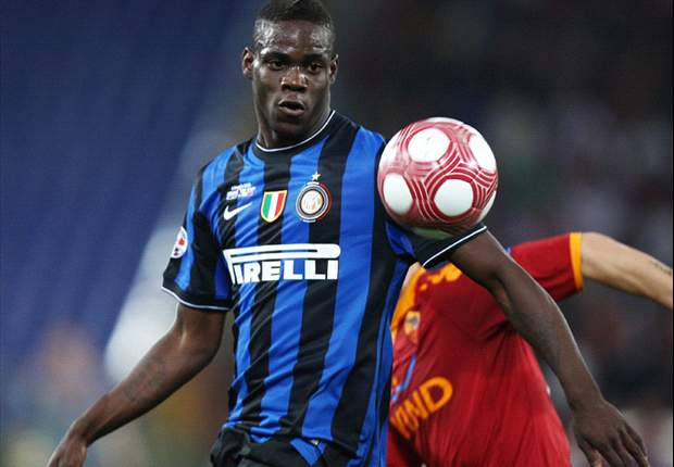 Manchester United Boss Sir Alex Ferguson Tells Friends Inter Ace Mario Balotelli Will Be New Cristiano Ronaldo - Report
