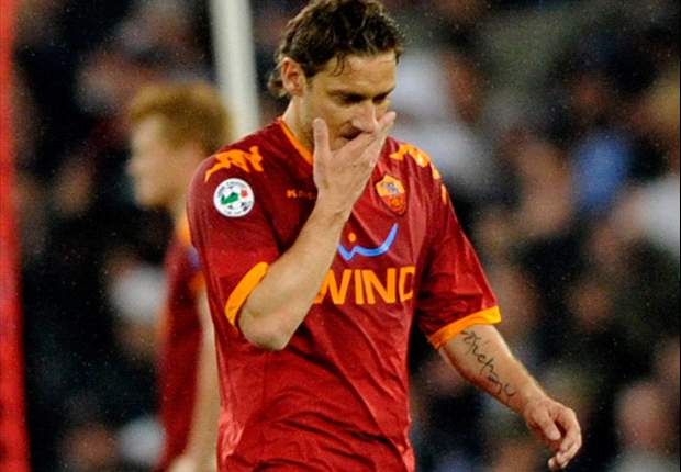 Roma's Francesco Totti Receives Four Match Coppa Italia Ban For Kick On Inter's Mario Balotelli