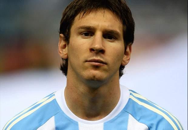 Leo Messi alaba a Gonzalo Higuaín tras su partido