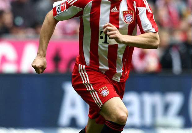 Bayern Munich's Ivica Olic returns to training following eight-month absence