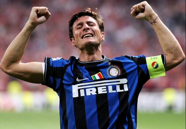 Inter Mailands Kapitän Javier Zanetti beschenkt den Papst