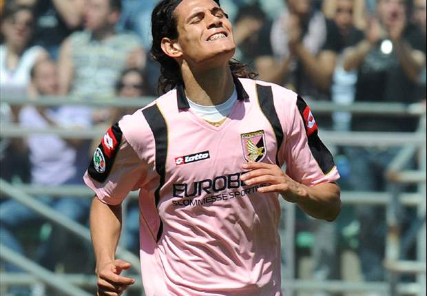 Inter To Land Palermo's Edinson Cavani Or Liverpool's Dirk Kuyt If Mario Balotelli Leaves - Report