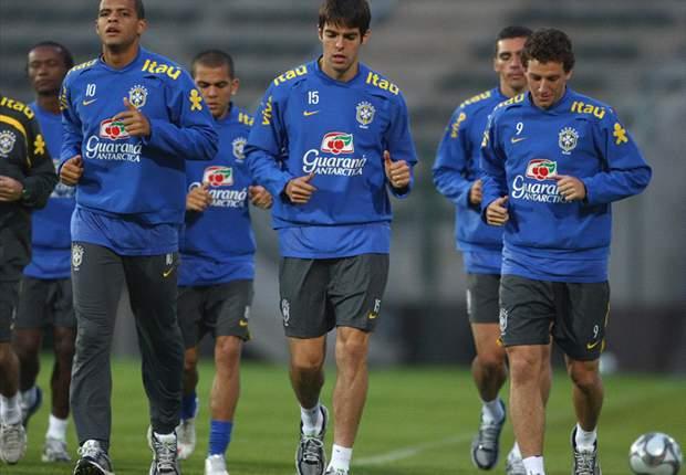 World Cup 2010 Team News: Netherlands Defender Joris Mathijsen Injured In Warm-Up, Andre Ooijer Steps In To Face Brazil