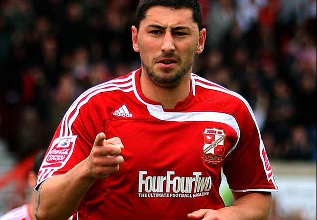 Leeds United sign Billy Paynter from Swindon Town on three-year deal