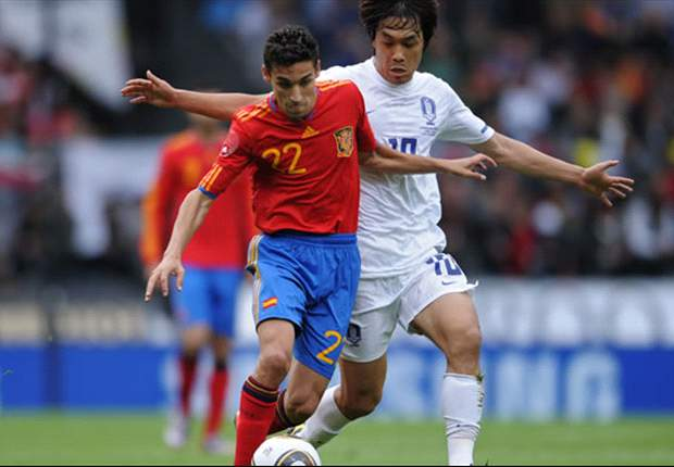 One midfielder too many: Spain lacking numbers at the back as Del Bosque names Euro 2012 squad