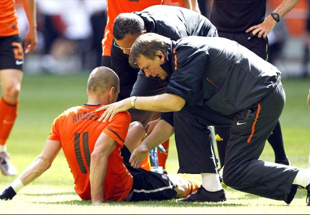 EXCLUSIVE: World Cup 2010: Arjen Robben's Injury Is A Huge Blow - Netherlands' Klaas-Jan Huntelaar